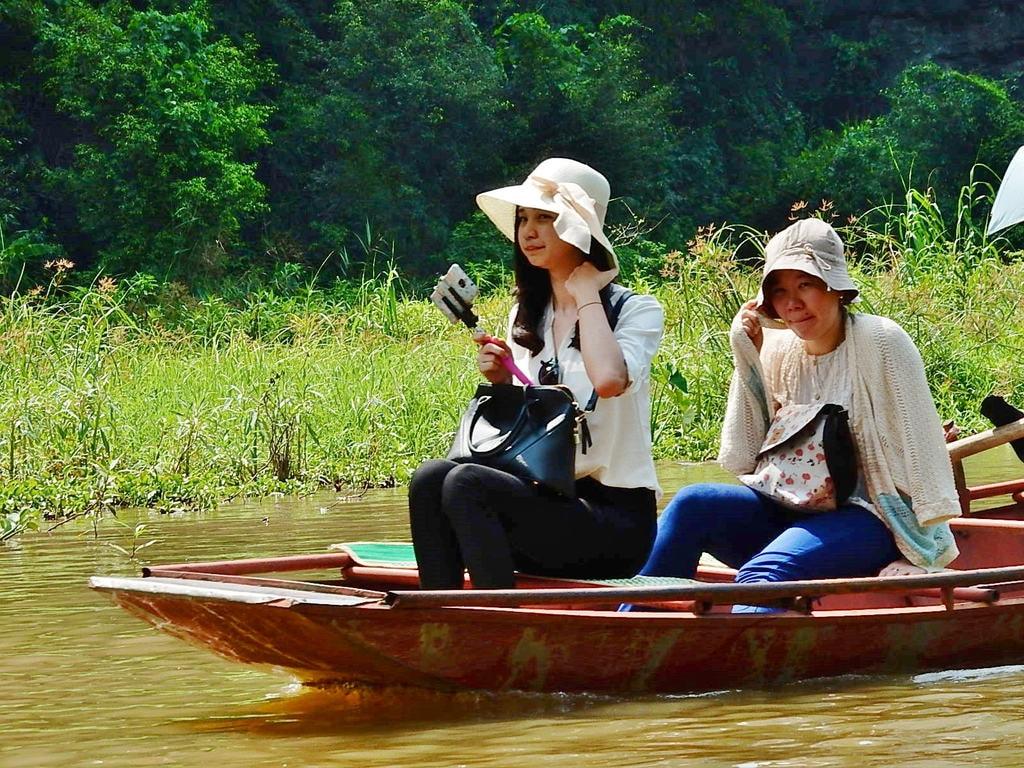 اشتراک گذاشتن پستهای سیاسی | ۹ کاری که در ویتنام پای شما را به زندان باز میکند