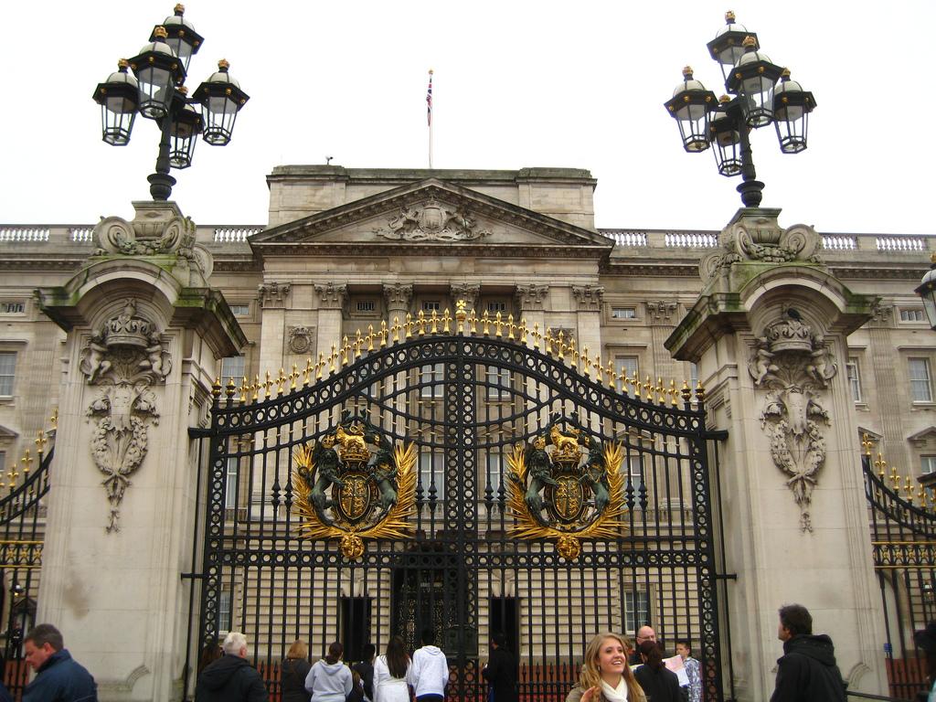 «کاخ باکینگهام» (Buckingham Palace)