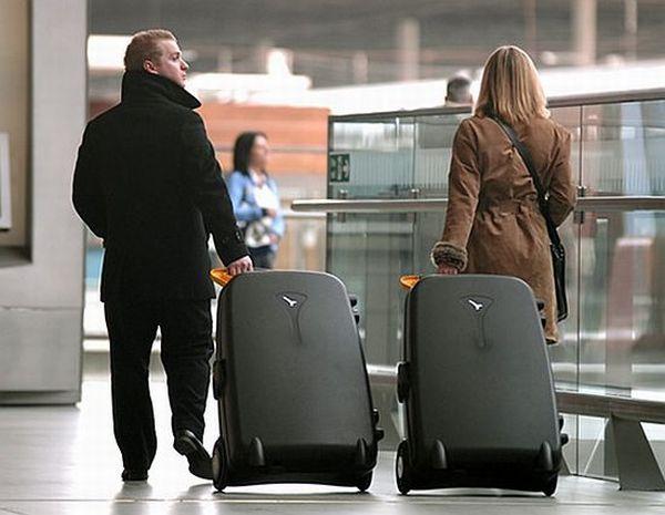چمدان ایستاده