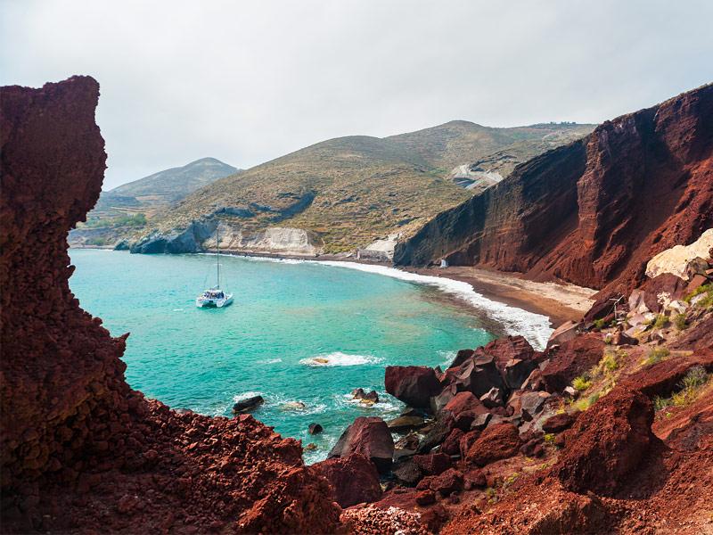 ساحل کوکینی در یونان | ساحل شنی قرمز