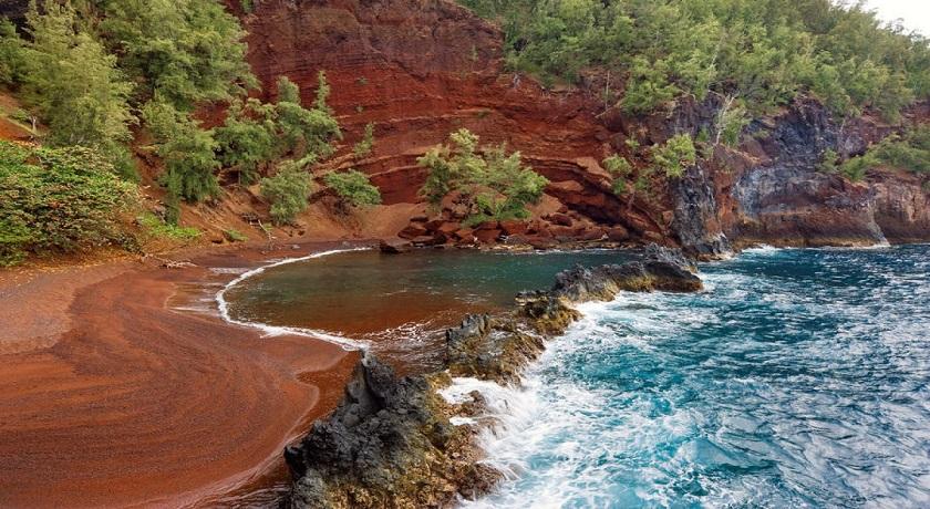 ساحل کایهولولو در هاوایی | ساحل شنی قرمز