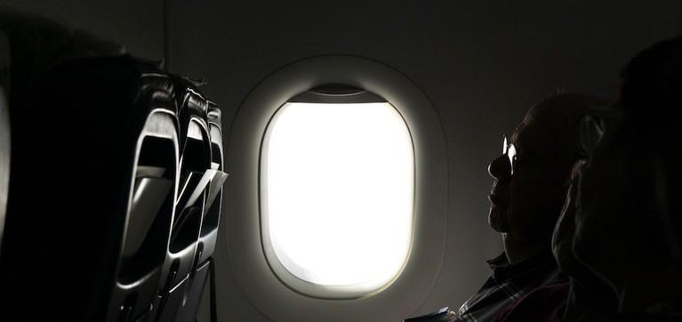 چرا روکش پنجره هواپیما باید یاز باشد