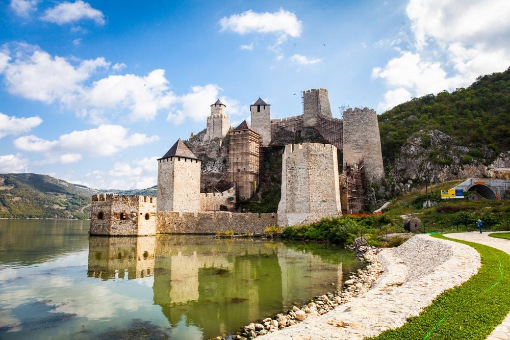 جاذبه های گردشگری صربستان - قلعه گلوباک