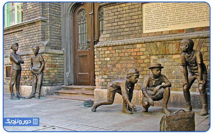 مجسمه پسران خیابان پاول