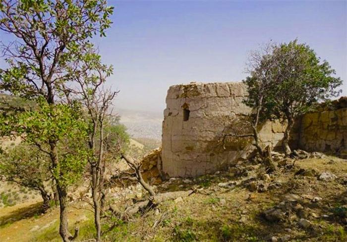قلعه اسماعیل خان از جاذبه های گردشگری ایلام