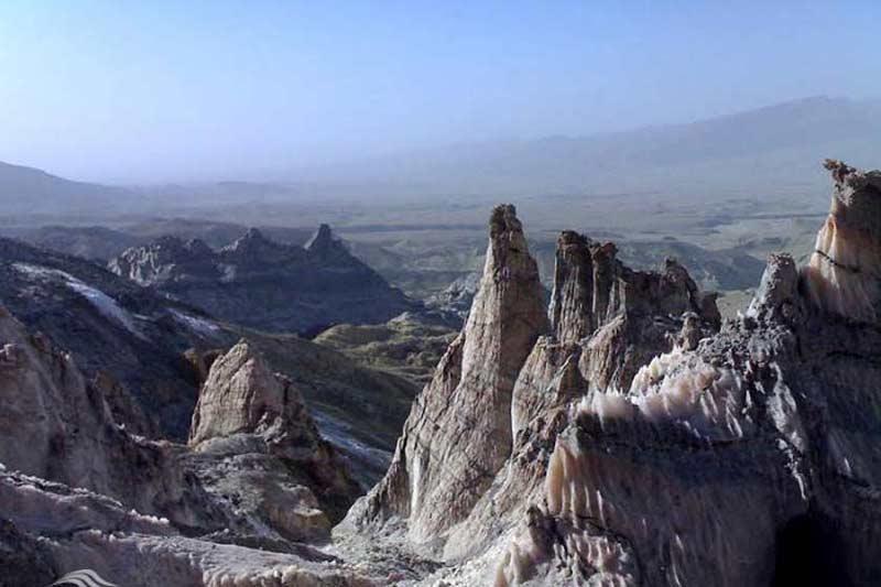 گنبد نمکی جاشک از مکان های تفریحی بوشهر