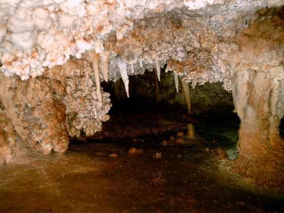 از دیگر مکان های تفریحی رفسنجان غار میرزا