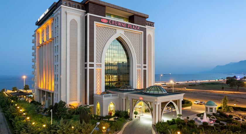 هتل کرون پلازا از هتل های منطقه لارای آنتالیا