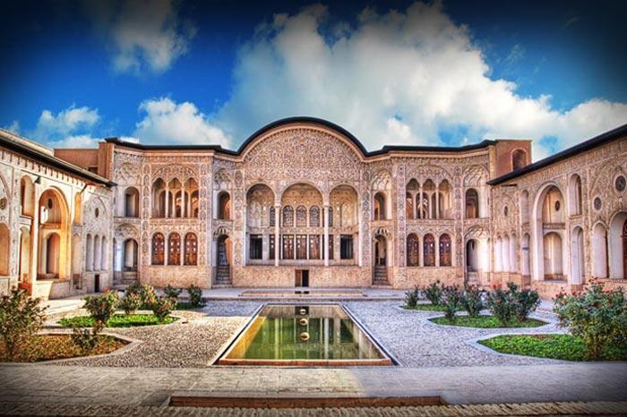 خانه بروجردیها یکی از مشهورترین مکانهای دیدنی کاشان