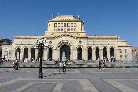 کتابخانه ماتناداران شهر ایروان