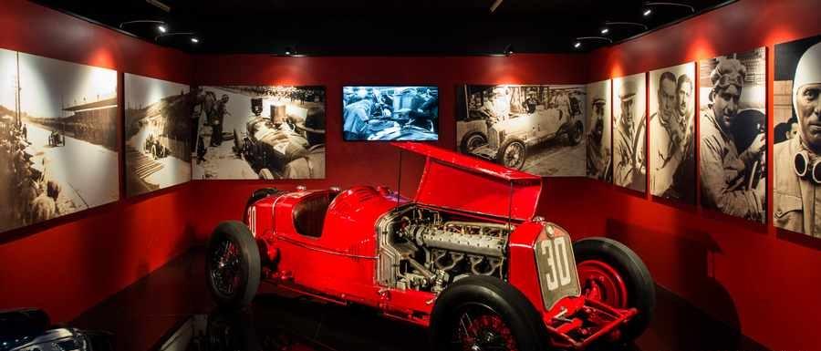 موزه ماشین های قدیمی ملقب به موزه ملی اتومبیل