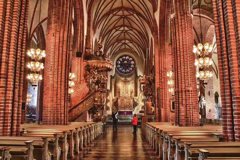 کلیسا و محله قدیمی از جاذبه های توریستی استکهلم وستروس
