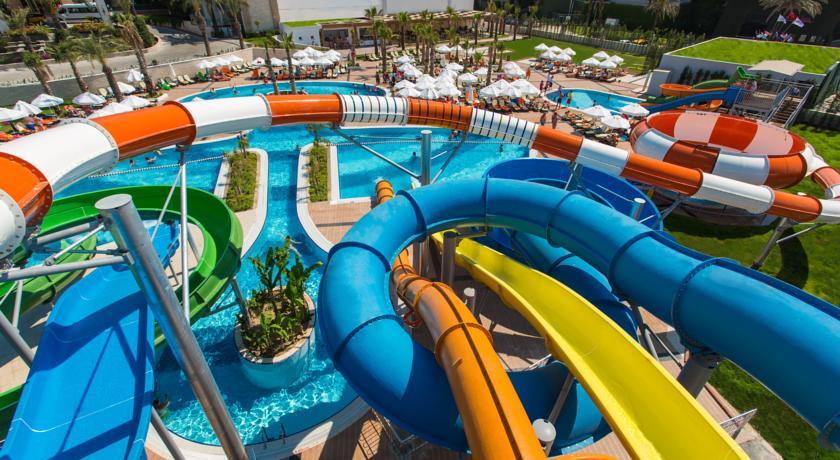 امکانات ورزشی و تفریحی در هتل شروود بریزز ریزورت