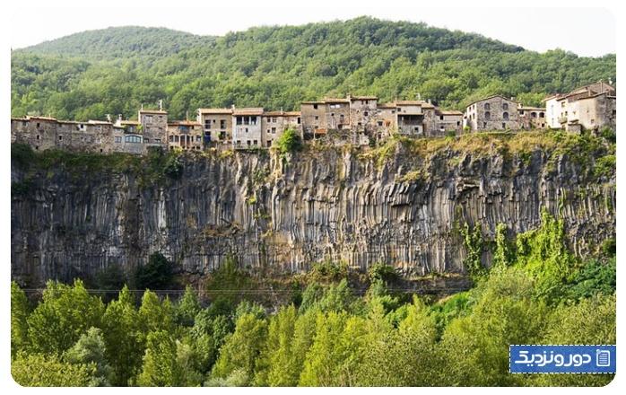 زیباترین-شهرهای-اسپانیا-کاستلفولیت دلا روکا