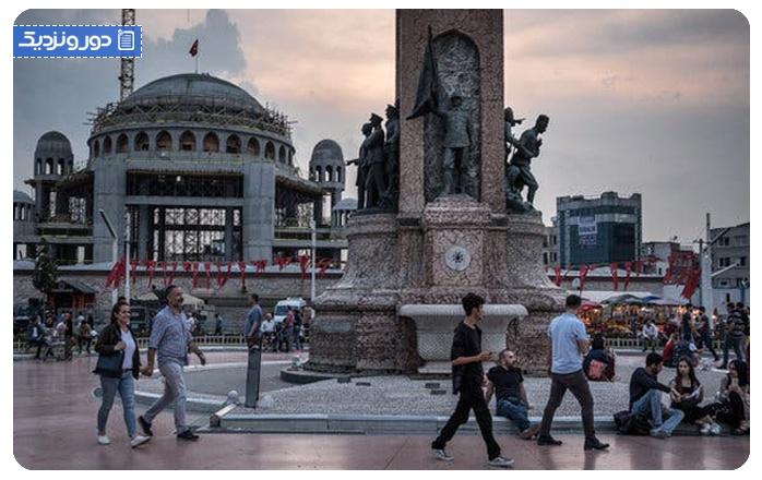 از بنای یادبود جمهوریت بازدید کنید